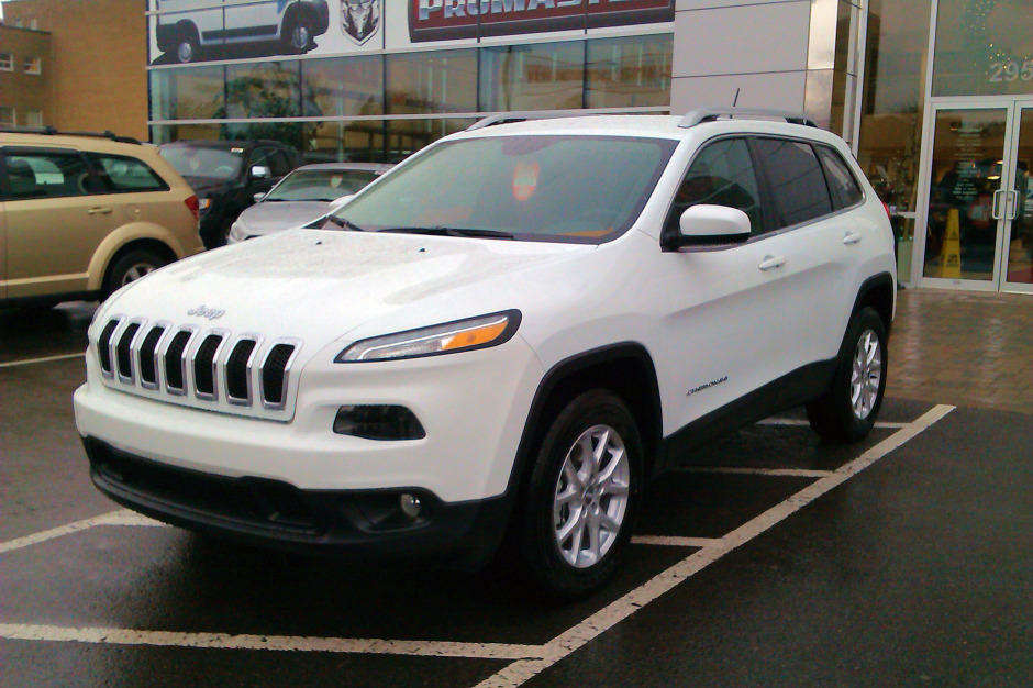 autoblog fd first review drive jeep cherokee
